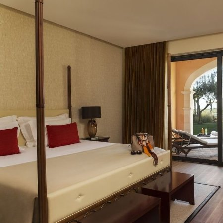 Cascade Wellness & Lifestyle Resort : Pool View Room Single Use