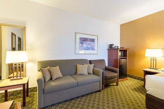 Fairmont, MN: King Suite