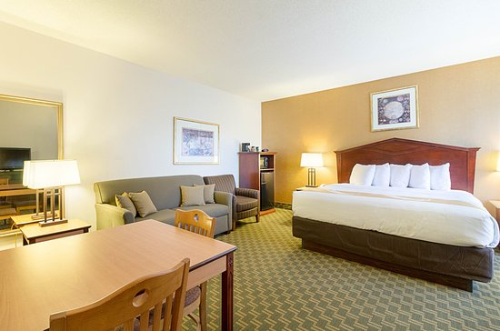 Fairmont, MN: King Suite