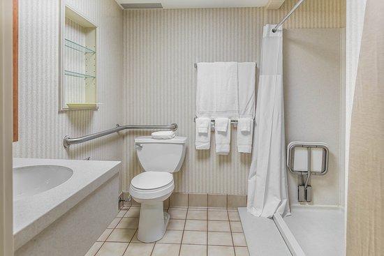 Perrysburg, OH: Bathroom