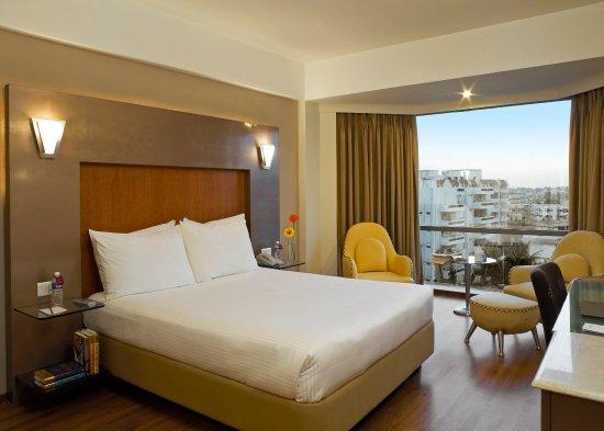 The Golkonda Hyderabad: Suite Bedroom