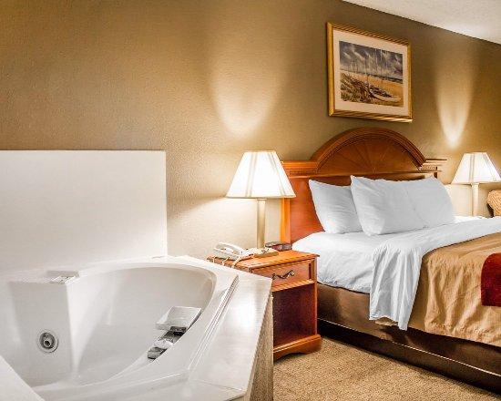 Quality Inn Cedar Point: Guest room