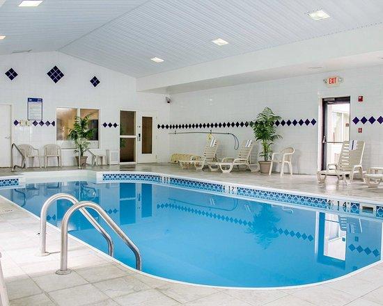 Quality Inn Cedar Point: Pool