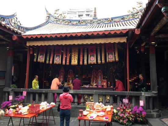 Mengchia Qingshui Temple: 祖師廟及後院挖掘出的古蹟及石龍柱