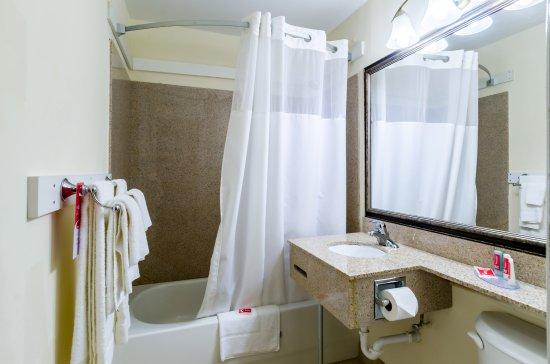 Pittsfield, Массачусетс: Bathroom