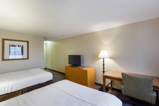 Duncanville, TX: Queen guest room