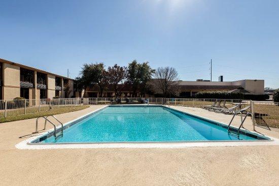 Duncanville, TX: Pool