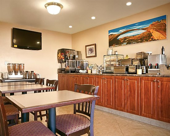 Price, UT: Breakfast area