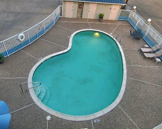 Cleburne, TX: Pool