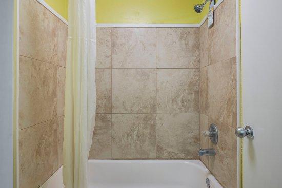 Washington, NC: Guest bathroom