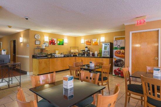 Washington, NC: Breakfast Area