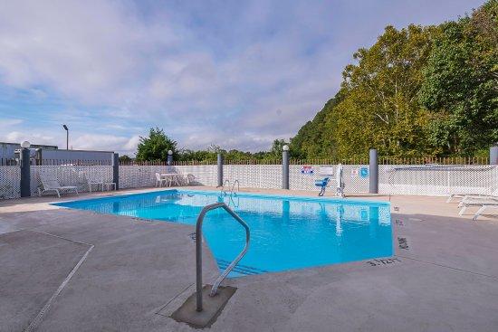 Washington, NC: Pool