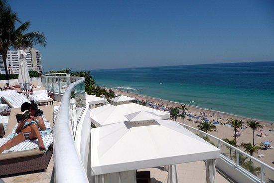 Silver Seas Beach Resort: Вид на море