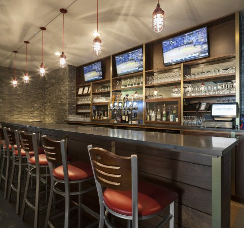 Des Moines, WA: Olympus Grille Bar