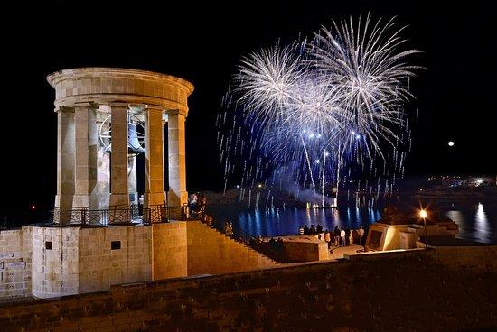 Hotel Phoenicia: City By Night