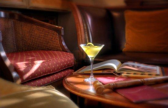 Hotel Phoenicia: Club Bar