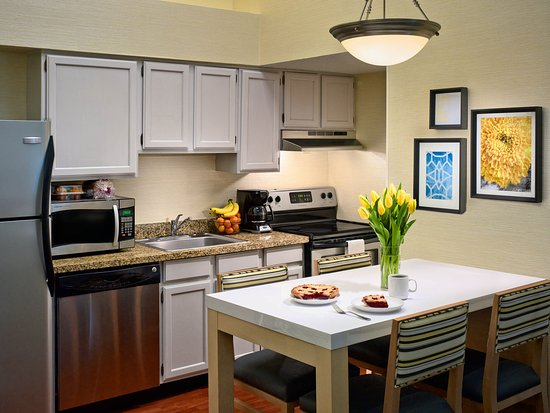 Middleburg Heights, OH: Two Bedroom Loft Suite Kitchen