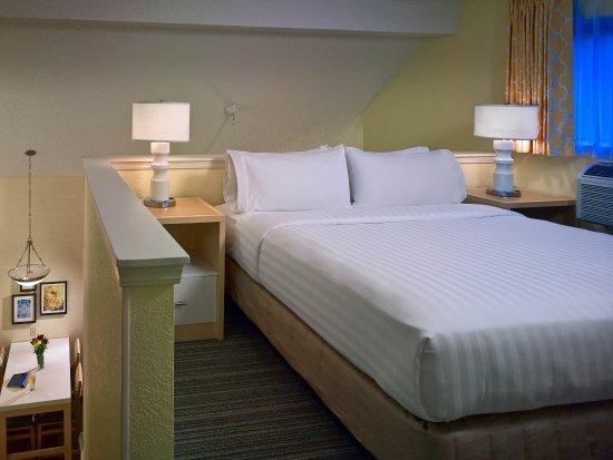 Middleburg Heights, OH: Two Bedroom Loft Suite - Loft Bedroom
