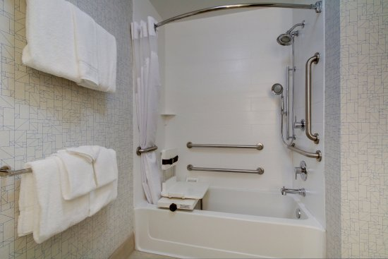 Aurora, IL: Two Queen Bed Hear Mobility Accessible Tub