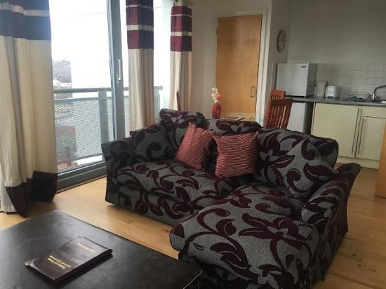 Cranbrook House Serviced Apartments: Apartment Lounge