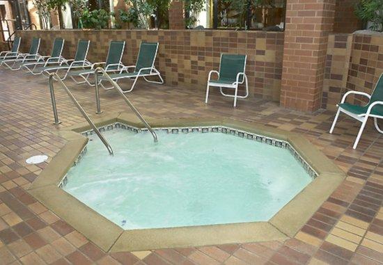 Racine, WI: Indoor Hot Tub