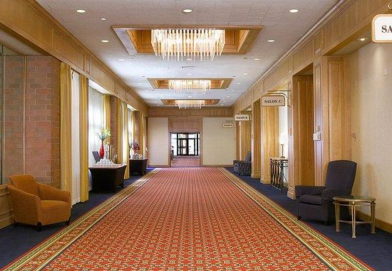 Racine, WI: Grand Ballroom Foyer