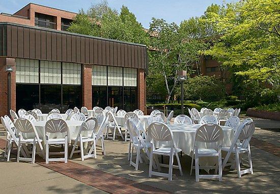 Racine, WI: Outdoor Wedding Reception
