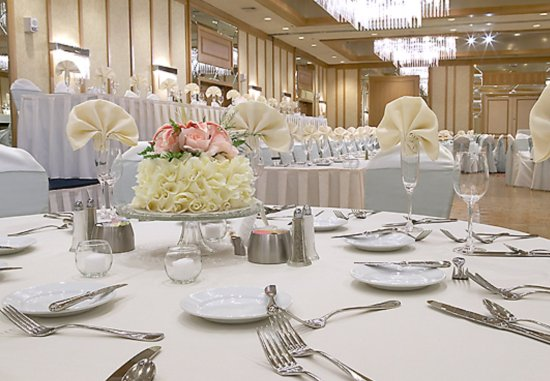 Delta Hotels by Marriott Racine: Banquet Seating