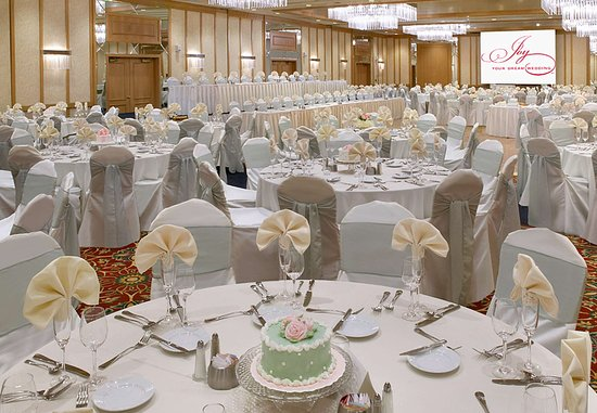 Delta Hotels by Marriott Racine: Elegant Weddings