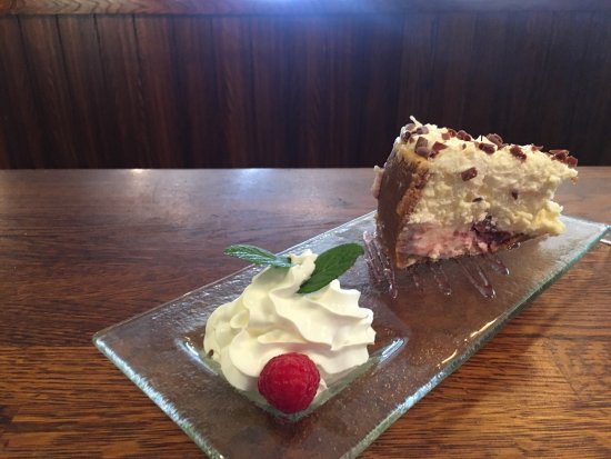 Penicuik, UK: Raspberry and White Chocolate Cheesecake