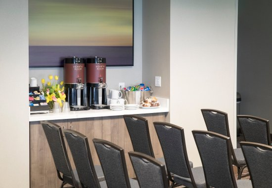 Malvern, PA: General Warren Meeting Room - Amenities