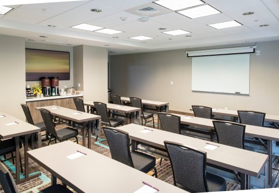 Malvern, PA: General Warren Meeting Room - Classroom Setup
