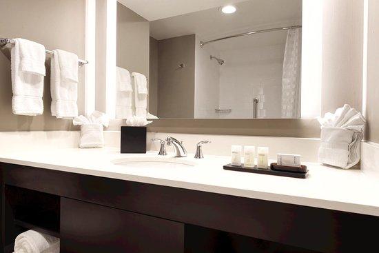 Brookfield, WI: Bathroom