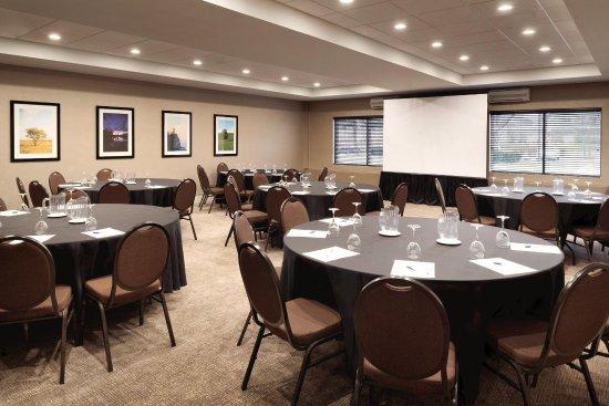 Brookfield, WI: Diplomat Ballroom