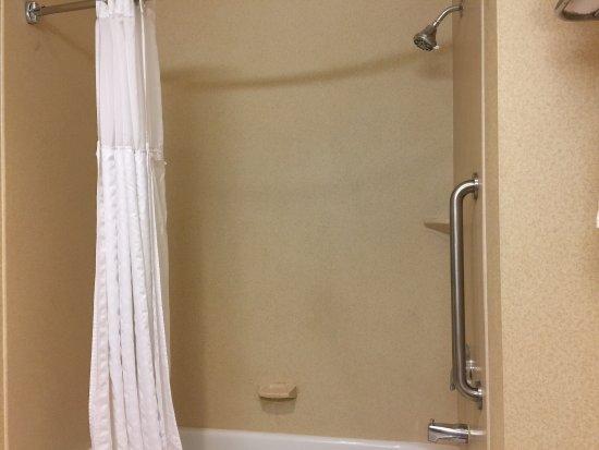 Comfort Inn & Suites Las Vegas: Bath.