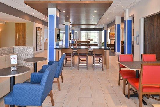 Carter Lake, IA: Lobby Lounge