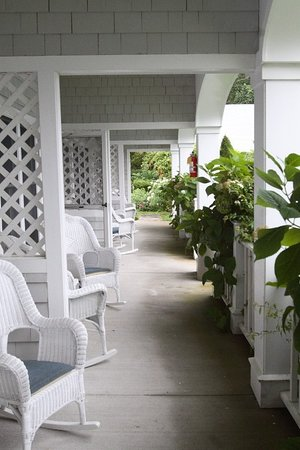 Commodore Inn Resort: Porch