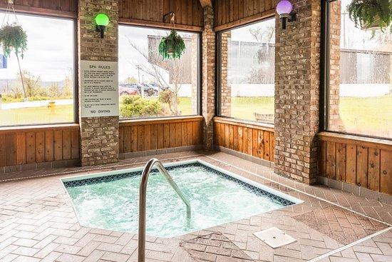 Mineral Wells, WV: Pool