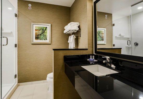 Pecos, TX: Suite Bathroom
