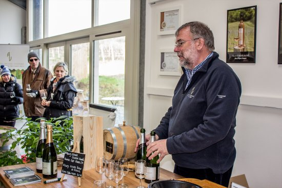 Albury, UK: Vineyard owner Nick loves to tell visitors about the wines