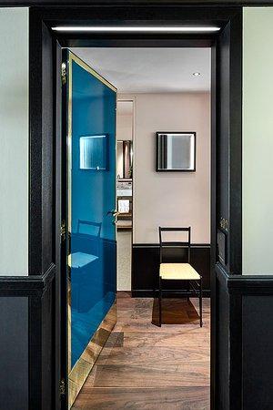 prestige room entrance photo de le roch hotel spa paris tripadvisor. Black Bedroom Furniture Sets. Home Design Ideas