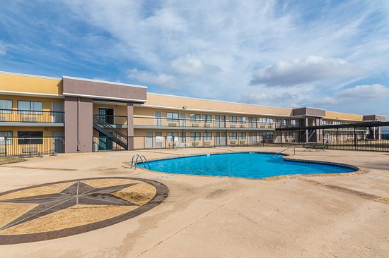 Rodeway inn 47 5 5 prices hotel reviews arlington tx tripadvisor for Hotels in arlington tx with indoor swimming pool