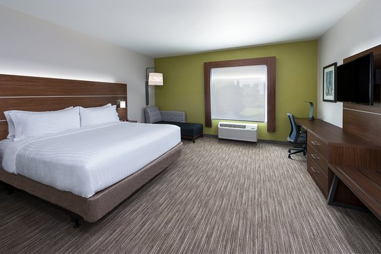 Troy, IL: King Bed Guest Room