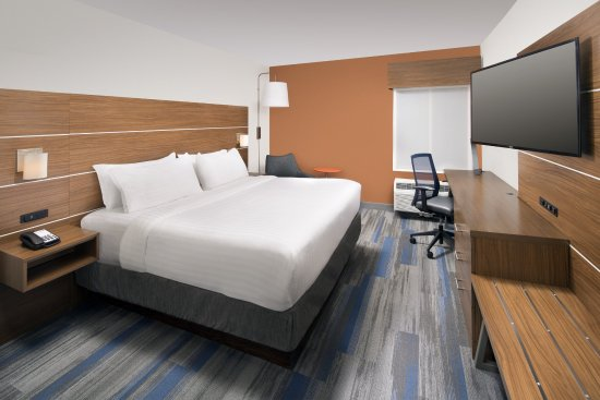 College Park, MD: Our spacious king suite offers guests free WIFI