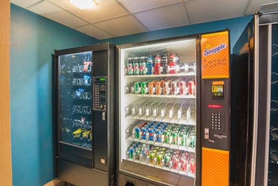 Rodeway Inn: Vending Area