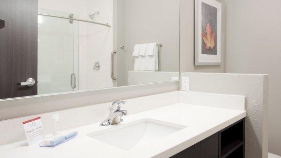 Grand Island, NE: Guest bathroom