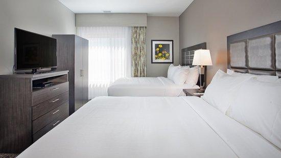 Grand Island, NE: 2 Queen Suite bedroom area