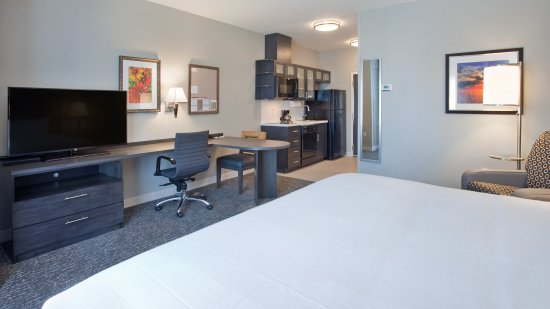 Grand Island, NE: King Studio Suite perfect for extended stays