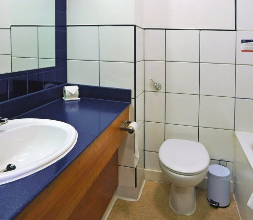 Weedon Bec, UK: Bathroom