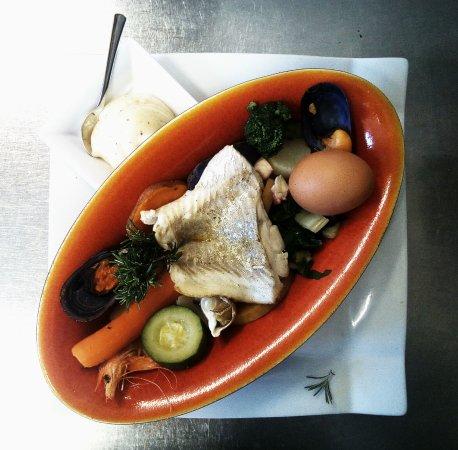 Restaurant le poisson rouge dans hyeres avec cuisine for Poisson rouge vacances nourriture